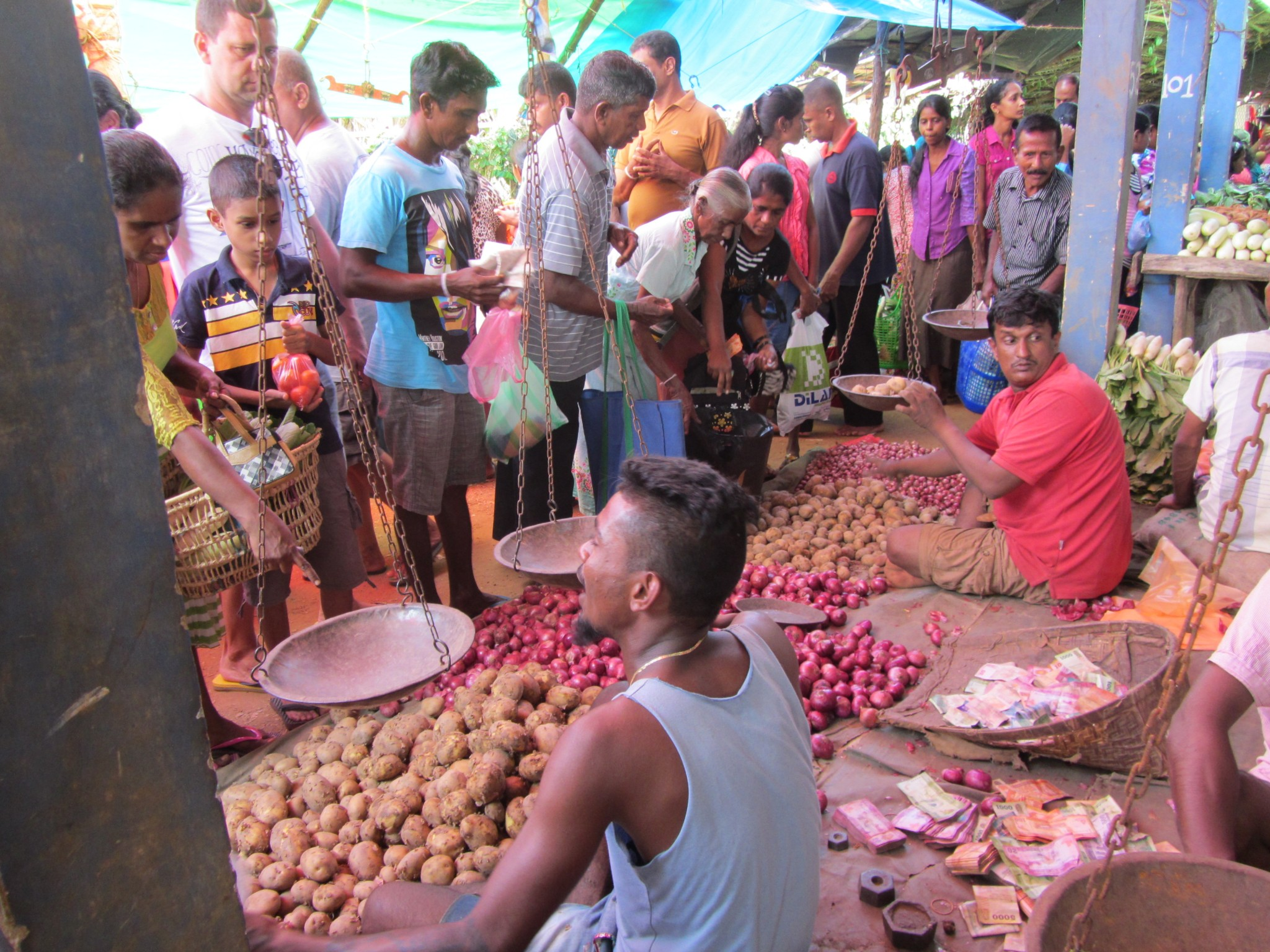 sunday-market-na-ceylone