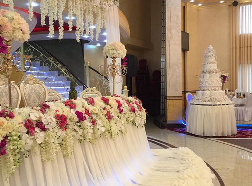 tort-i-svadebnie-ukrasheniya