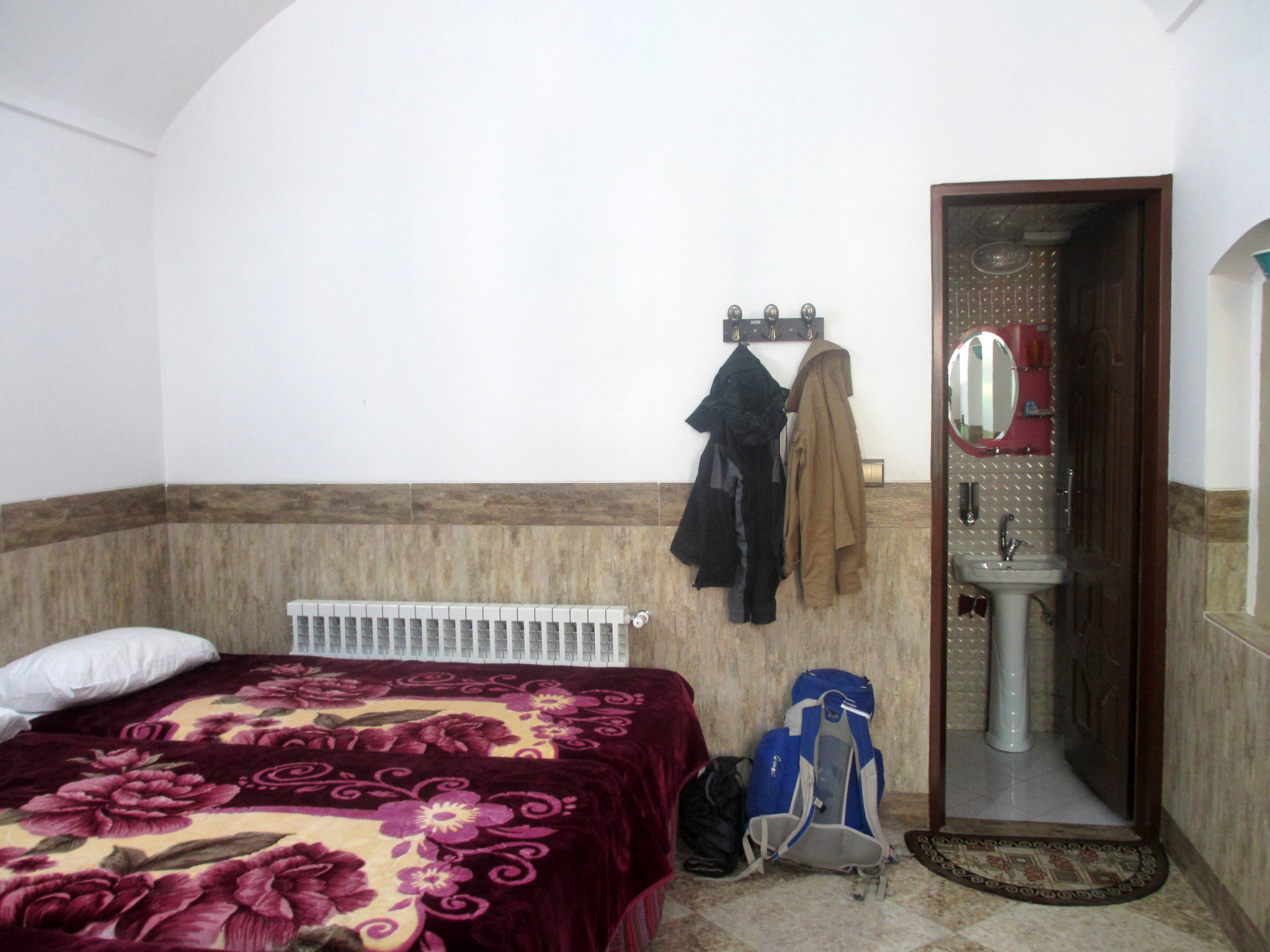hostel-room-iran