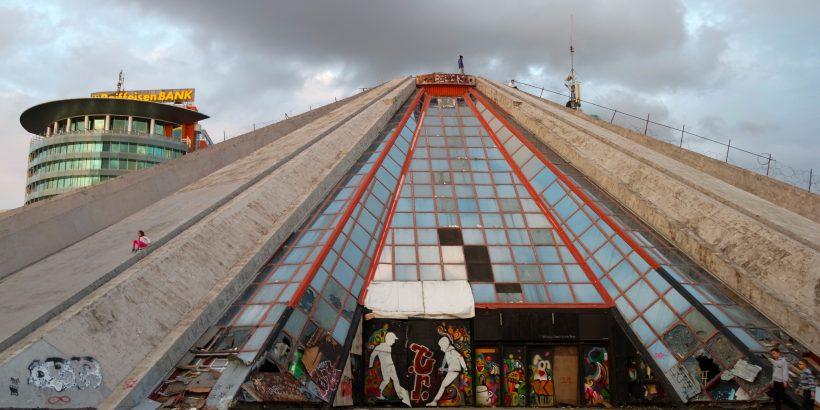 piramida-envera-hodzhi