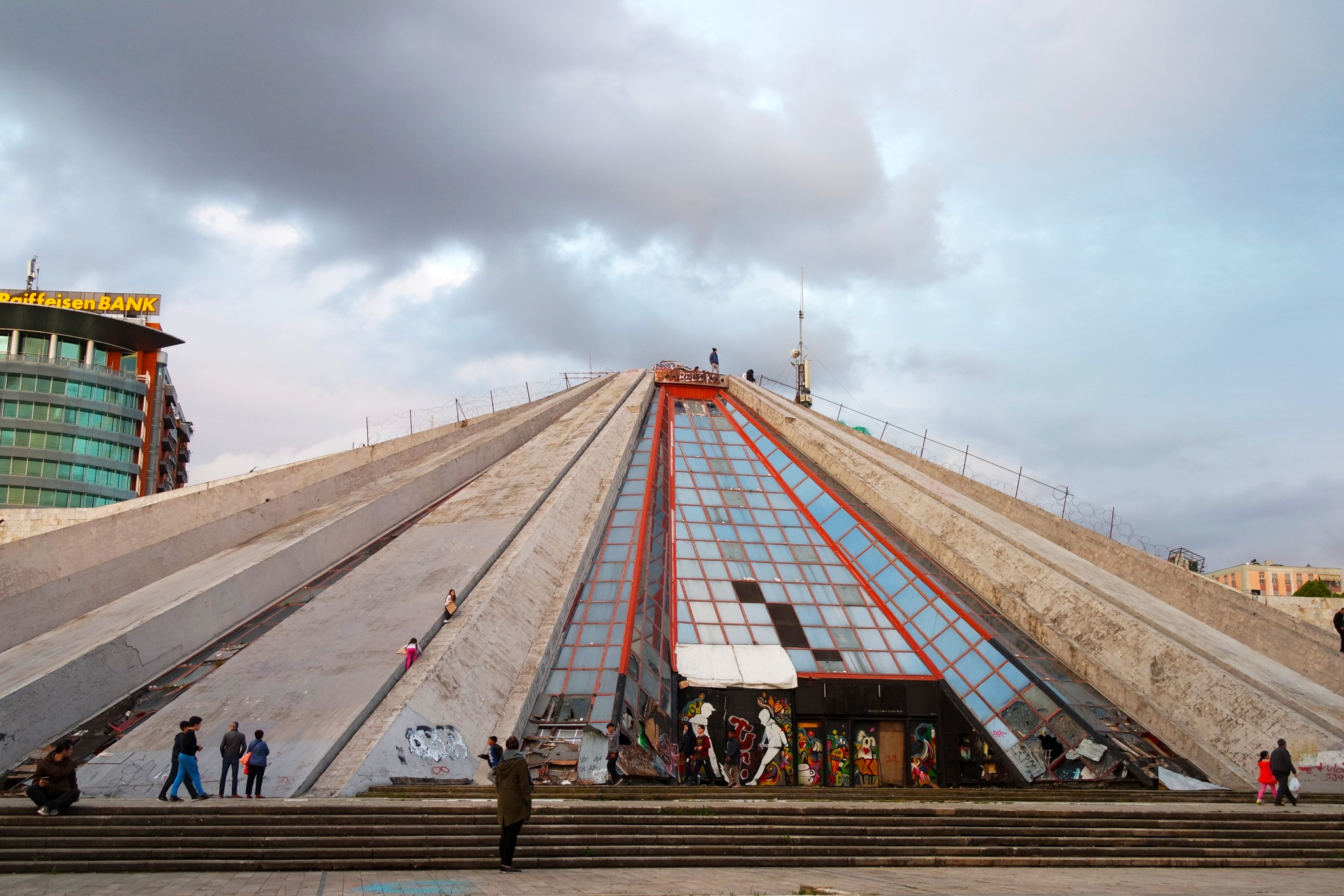 piramida-v-albanii