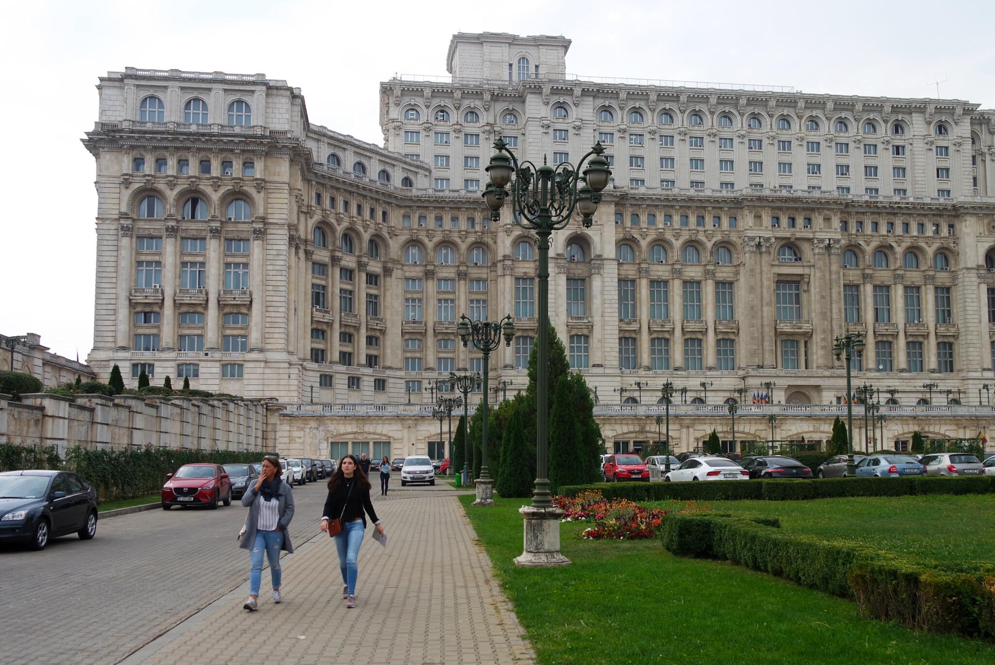 dom-parlamenta-buharest