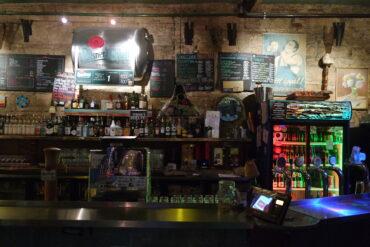 5 топовых баров Будапешта: лабиринты, хлам, сюр и никакого ремонта