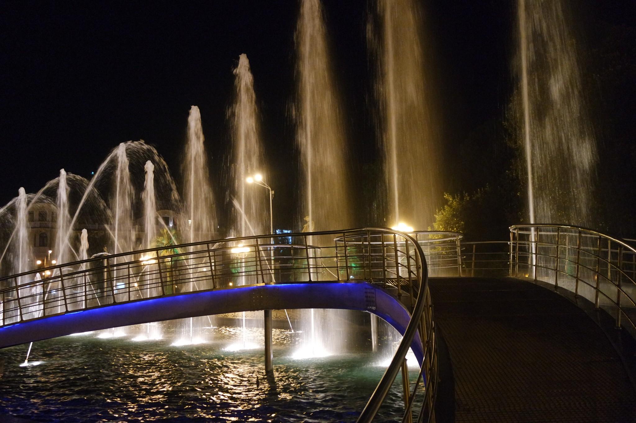 batumskie-tancuyuschie-fontani