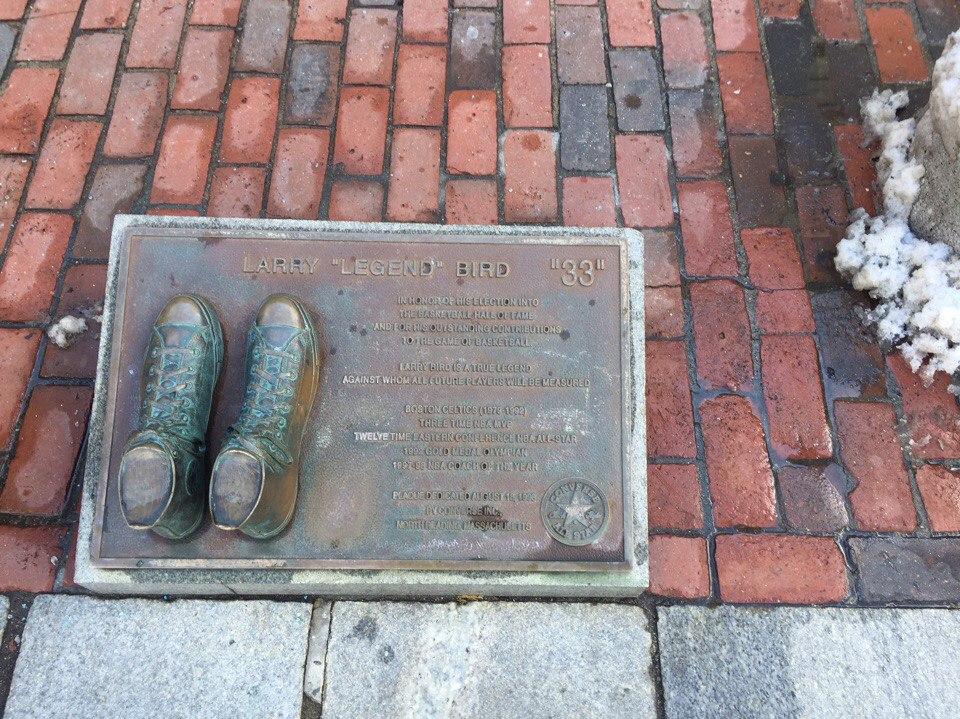 skulptura-larri-berda-v-bostone