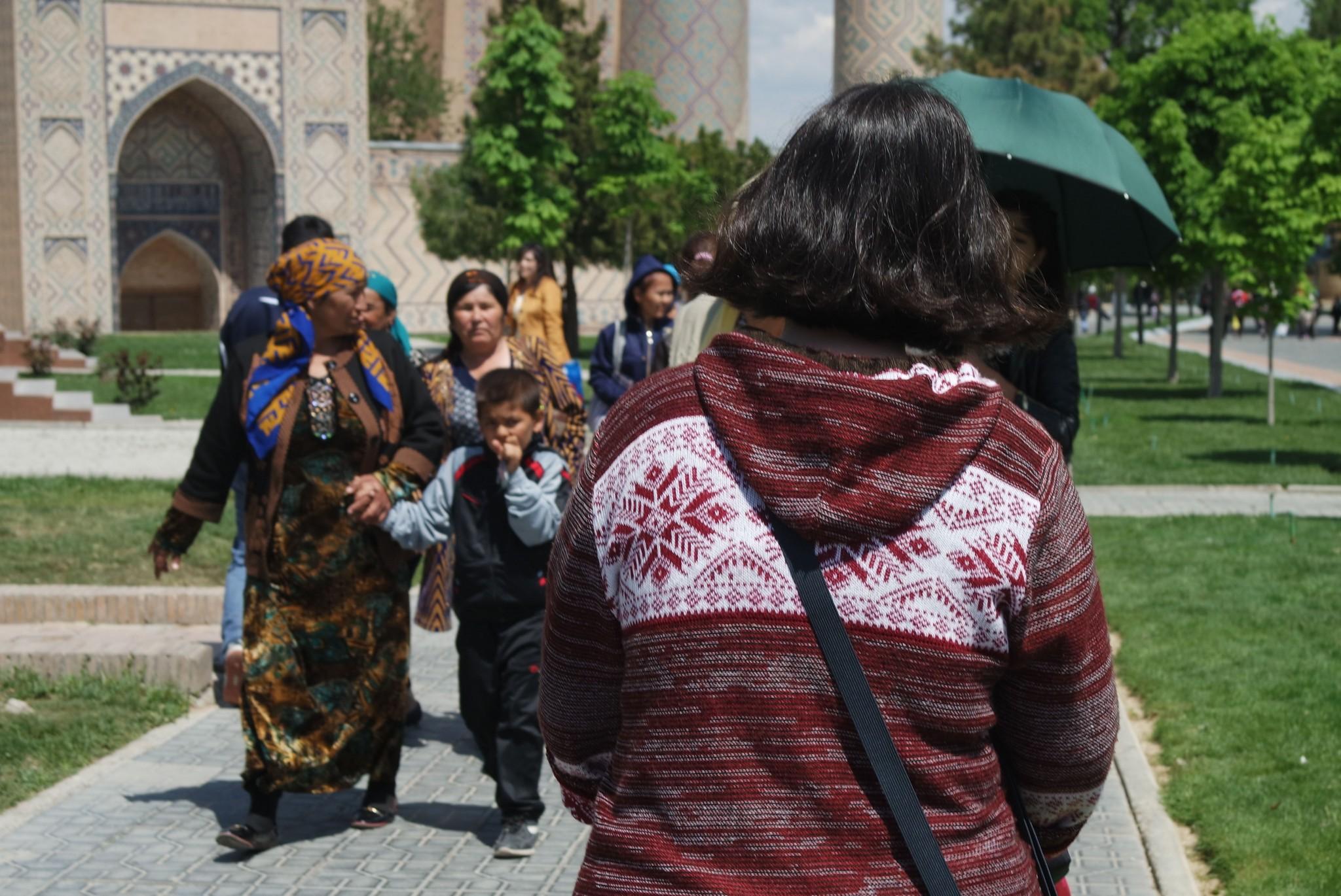 ludi-na-tashkentskoy-ulice