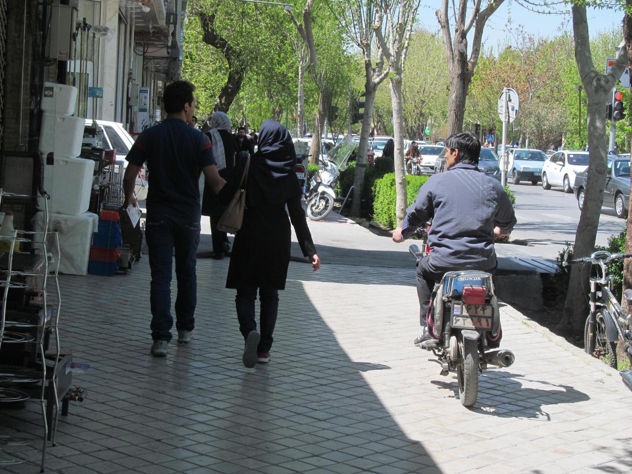 iranskie-motociklisti