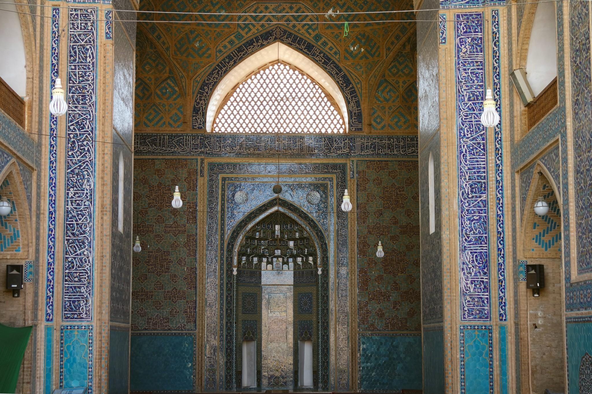 mechet-vnutri-iran