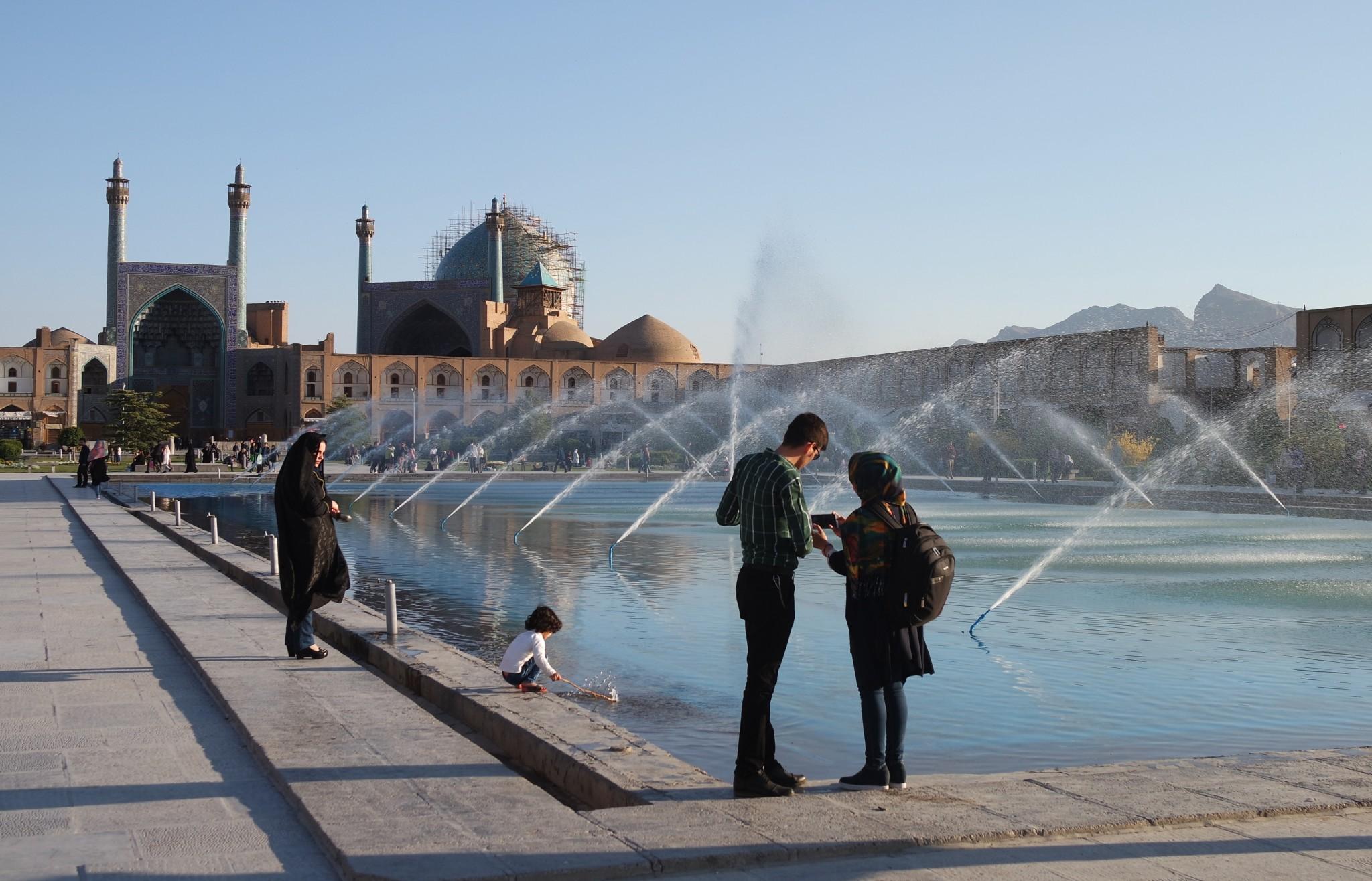 ploshchad-imama-fontani