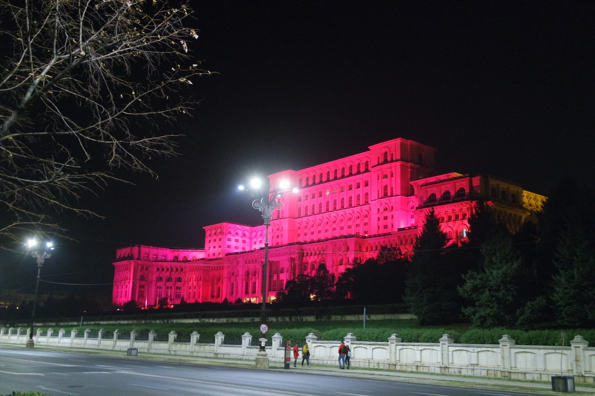 buharest-parlament-vecherom