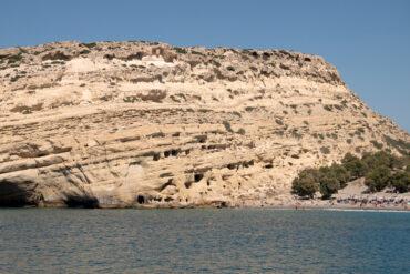 Пещеры Маталы: от древних жилищ до пристанища хиппи