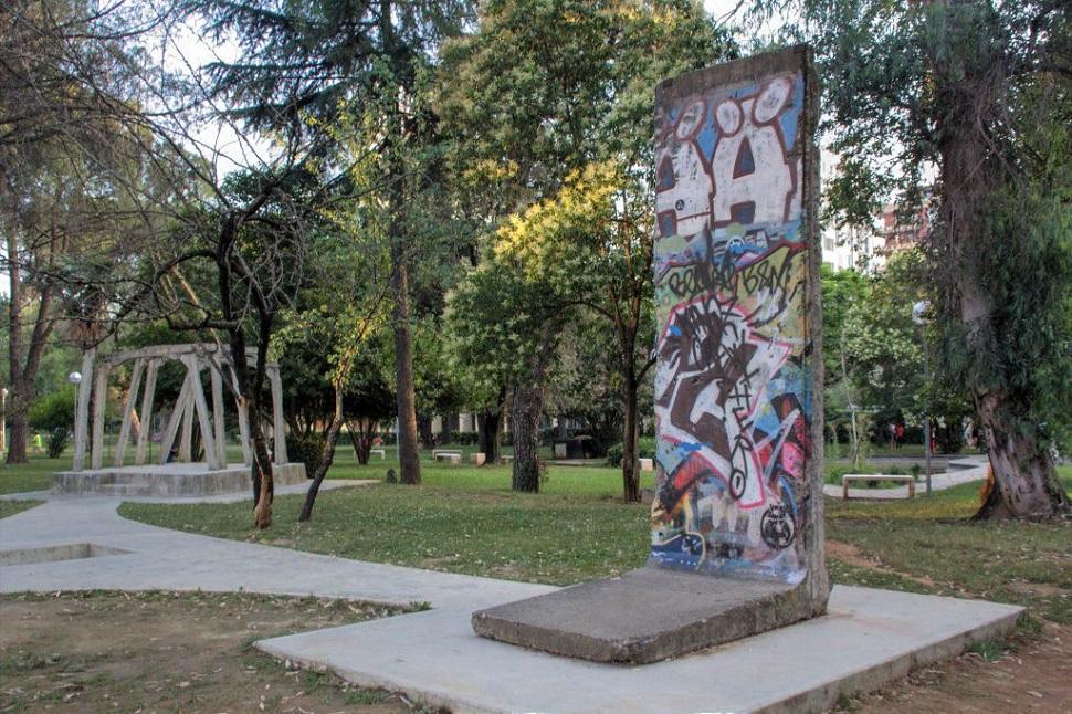 tirana-berlinskaya-stena