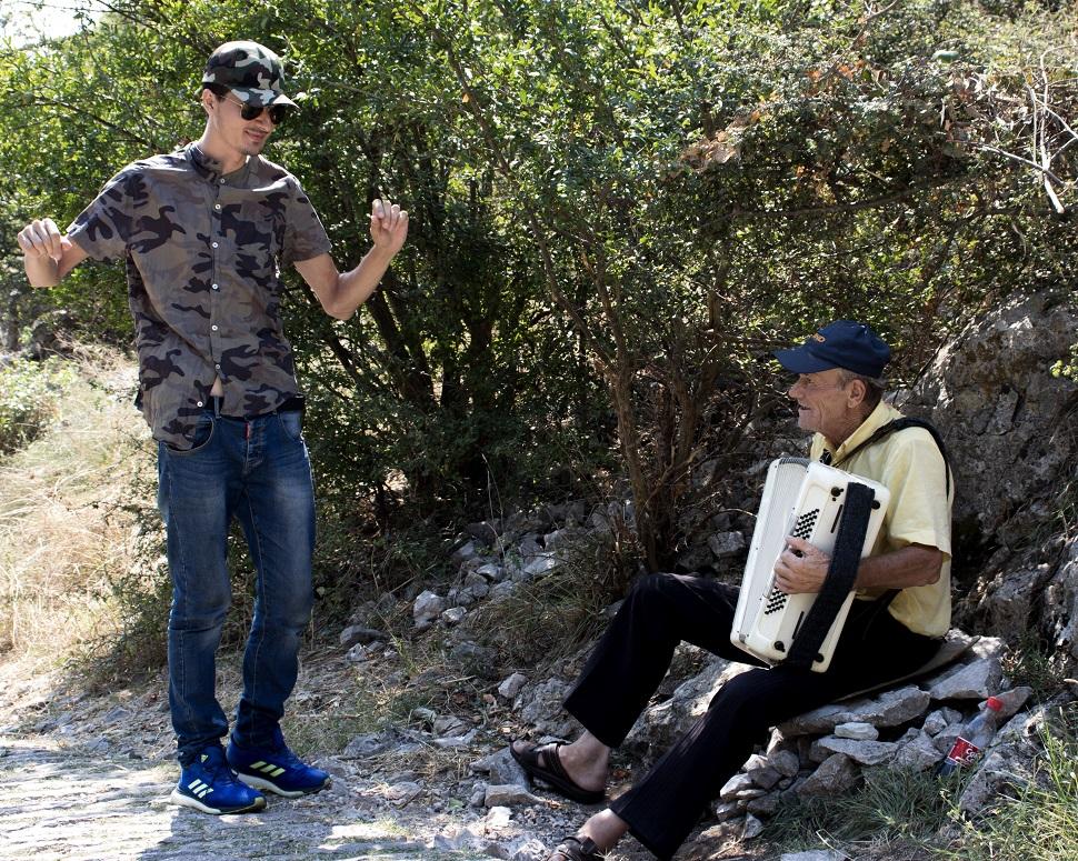 ulichnie-muzikanti-albania