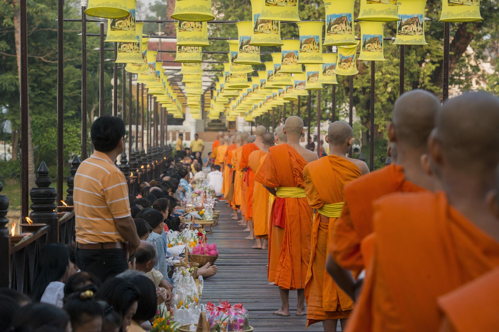 monks-thai