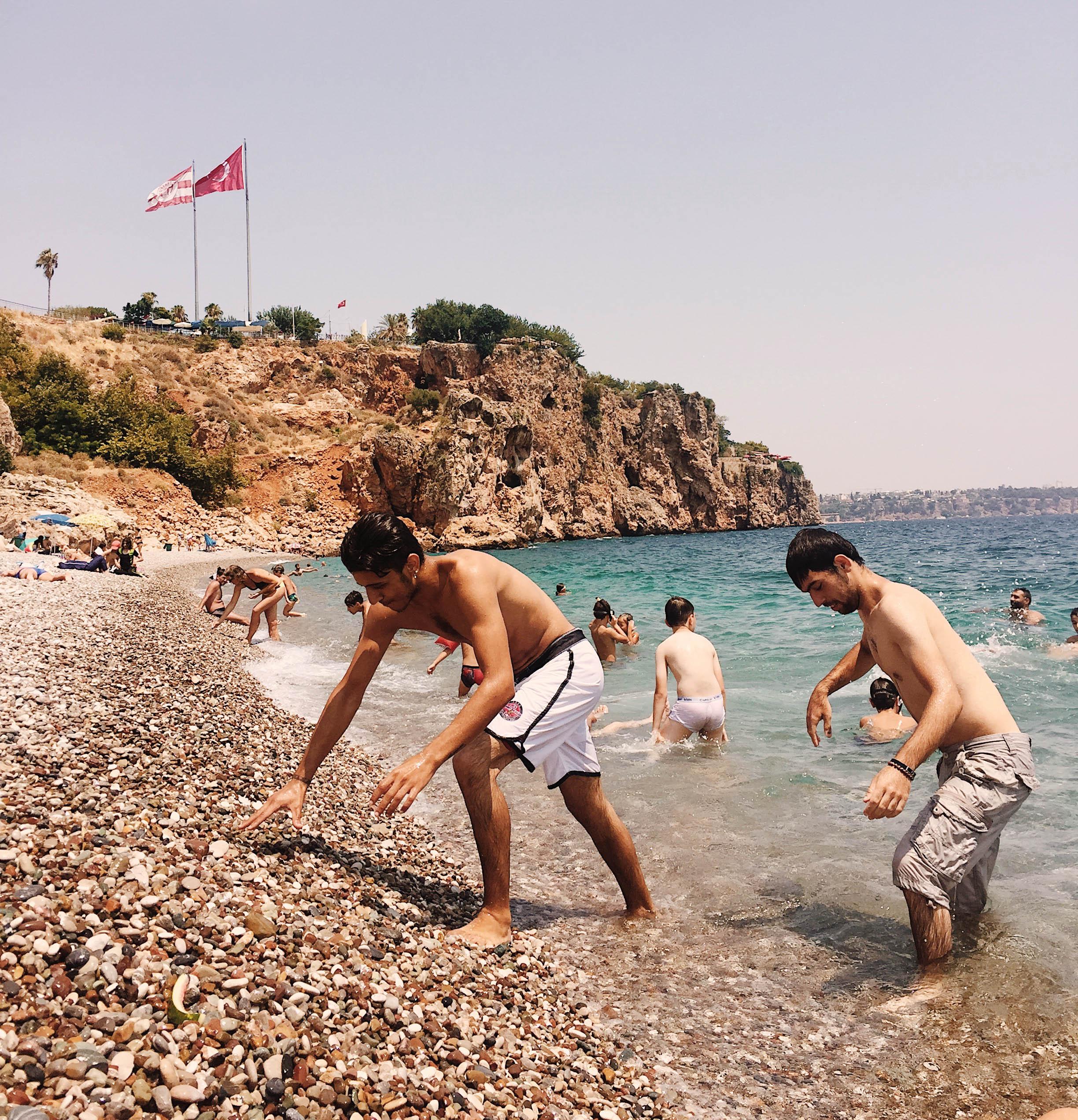 antalia-kupanie-v-more