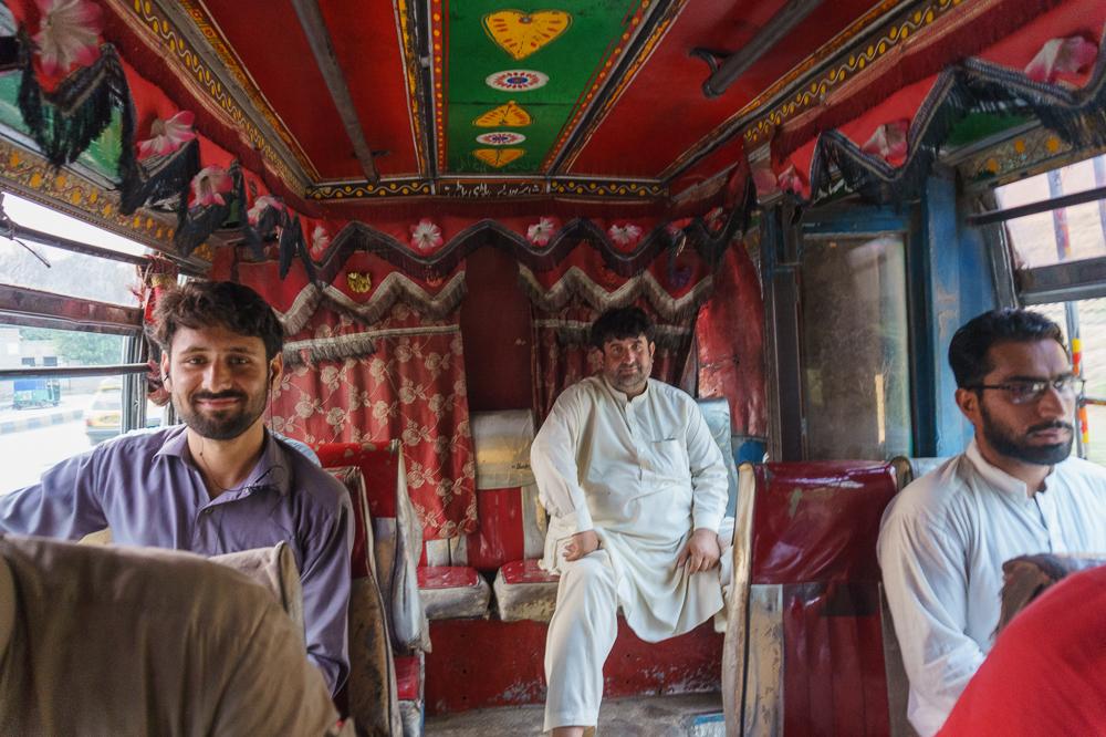 pakistan-tuning-avtobusi-vnutri