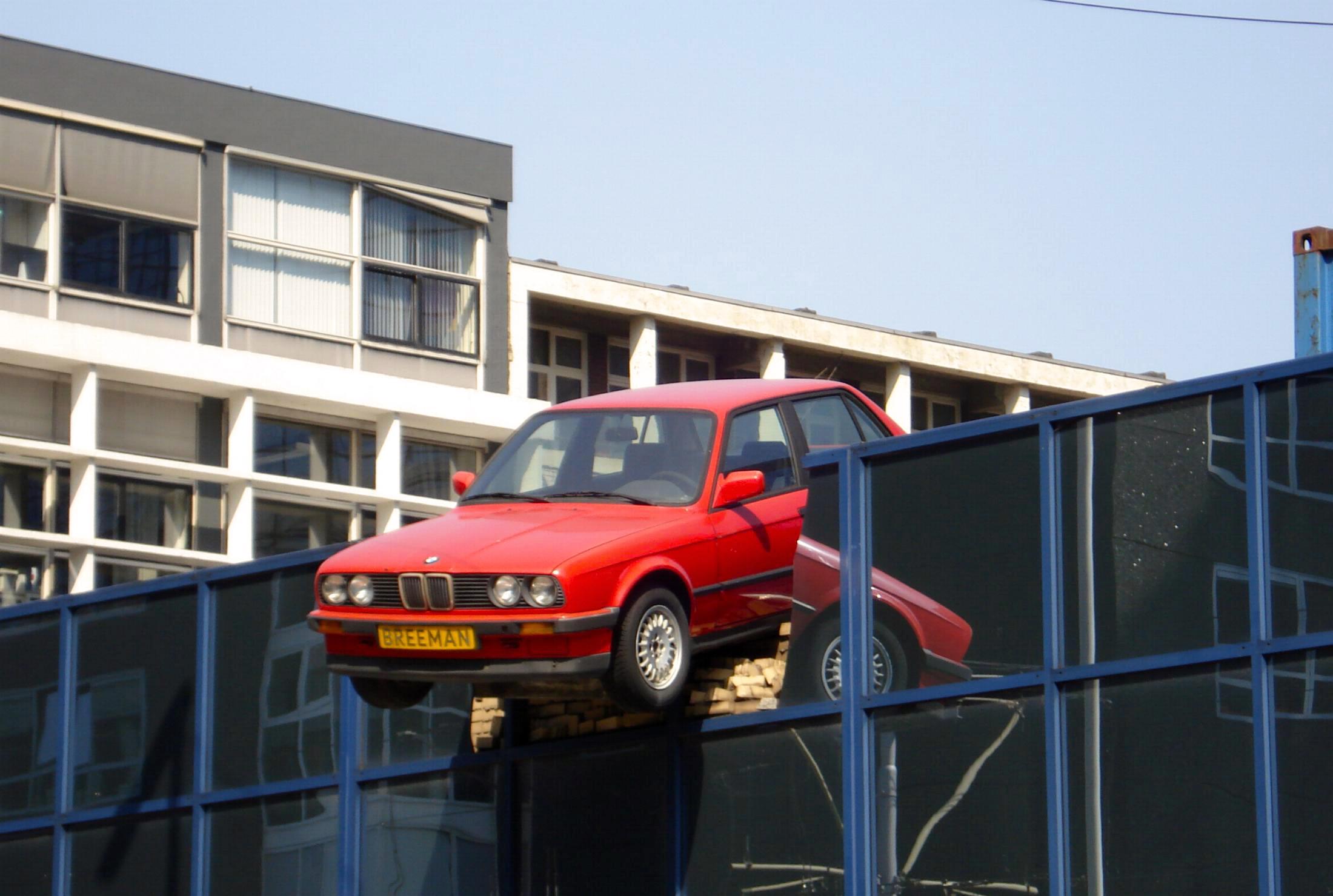 Rotterdam-kunstwerk-auto